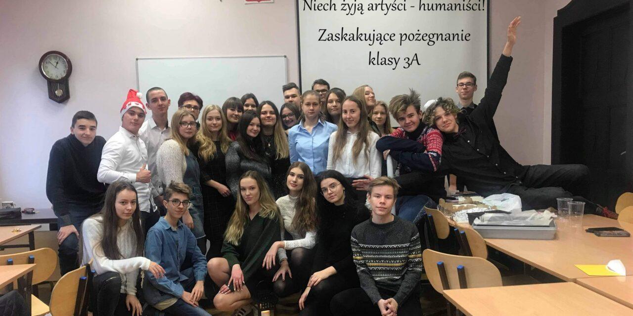 Niech żyją artyści – humaniści. Zaskakujące pożegnanie klasy 3A